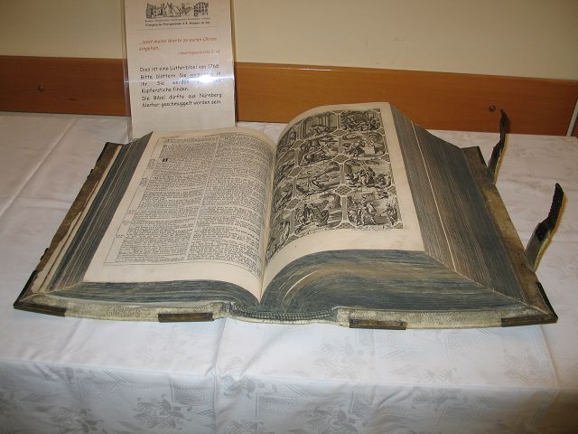 tl_files/firstsite/Fotos/Kunstwerke/Lutherbibel von 1768.JPG